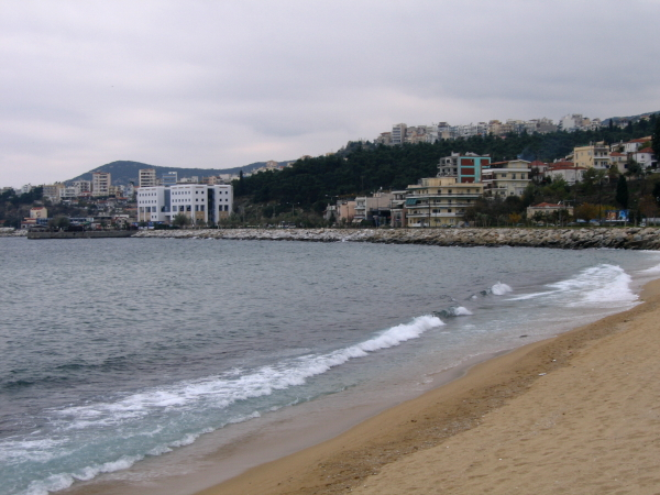 Разходка по плажа на Кавала