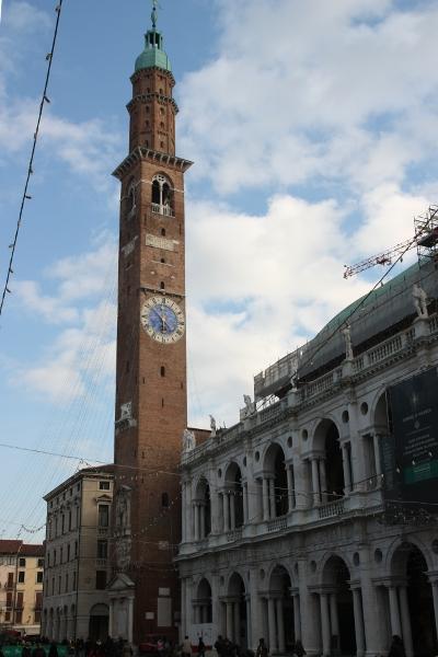 Часовниковата кула на централния площад