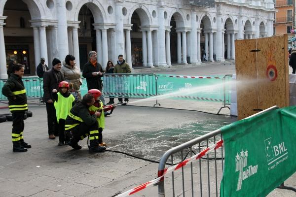 Пожарникари, малки и големи