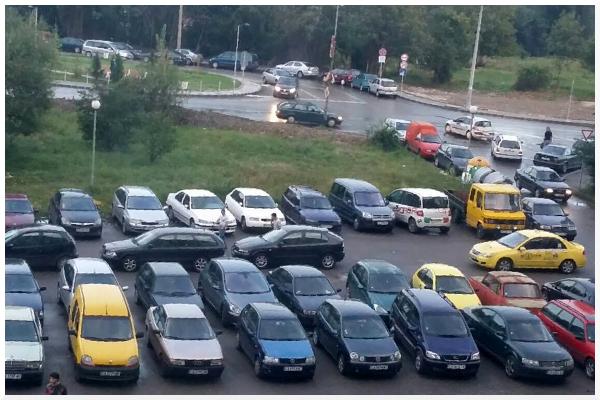 Паркингът в петък